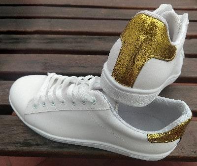 zapa blanca talon dorado