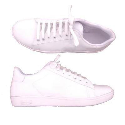 zapatillas-blancas-mujer-talles-especiales.jpg